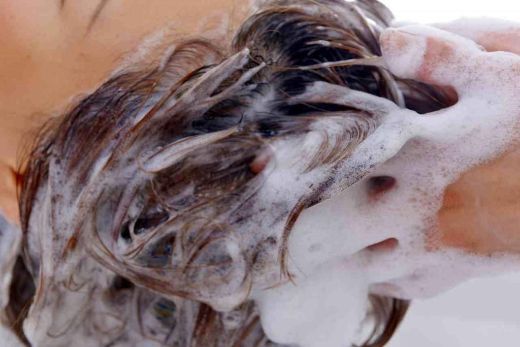 髪と地肌に優しい正しいシャンプーの方法5ステップ