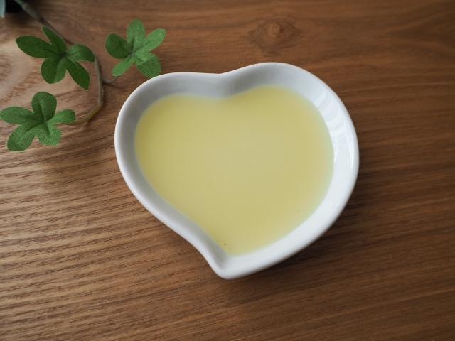 [PEG60水添ヒマシ油]粘性の高い、乳化剤成分