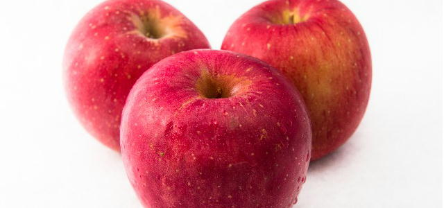 [リンゴ酸]りんごから取れた食品添加物は化粧品では酸化防止剤として使われます。