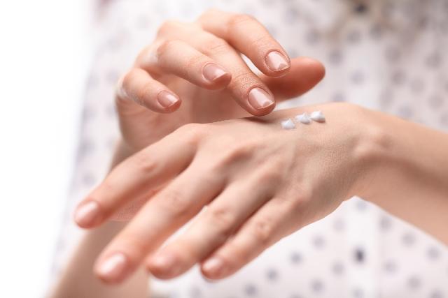 美肌化粧品に含まれ[ラウリン酸ポリグリセリル-2]はエモリエント成分