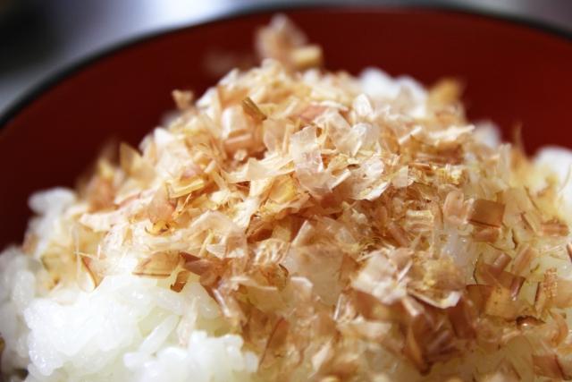 [イノシン酸2Na]鰹節から取れる旨味成分は、保湿性のある化粧品成分