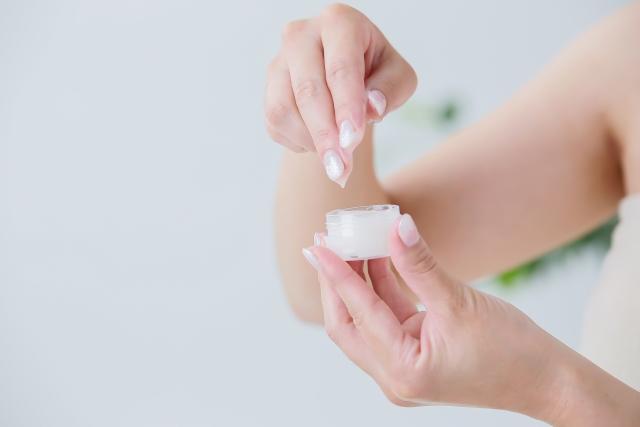 [ジステアリン酸PEG-150]ステアリン酸から出来た増粘剤