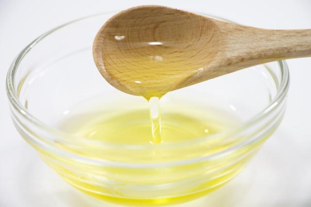 [トリ(カプリル酸/カプリン酸)グリセリル]トリエステルは閉塞剤