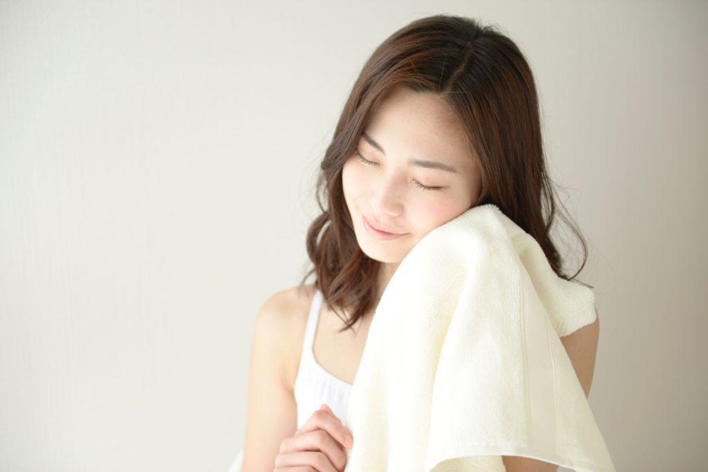 [エチルヘキシルグリセリン]防腐剤の添加量を減らせる皮膚軟化成分